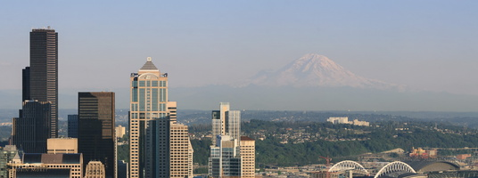 Seattle business district & Mt Rainier - Click to zoom !