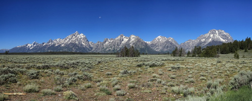 Moon over Tetons - Click to zoom !